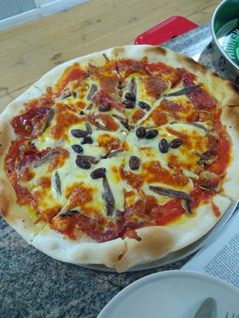Burra, Австралия: Olives and anchovies on a tomato base