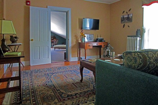 Fair Haven, VT: Oak Suite sitting room