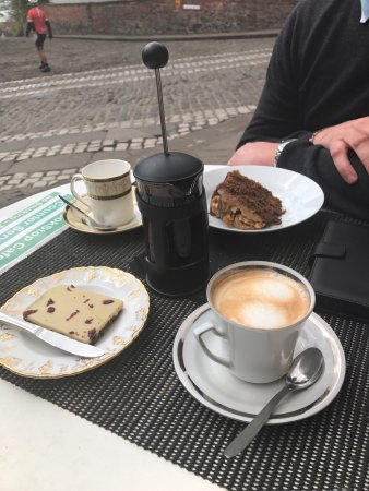 Bookstop cafe : Coffee and cake
