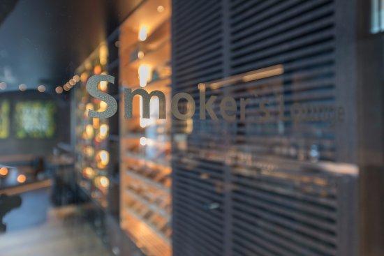 Dubendorf, Sveits: Tür zum Paradies für Zigarrenliebhaber/innen