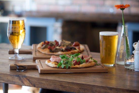 Thornbury, UK: 2 for 1 pizza Every Monday!