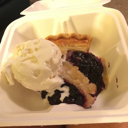 East Boothbay, ME: Homemade Maine blueberry pie!