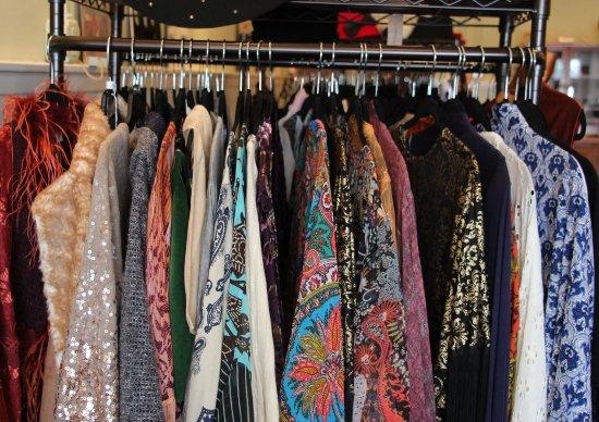 Wytheville, فيرجينيا: Downtown Wytheville shopping at Rockstar Gems, a unique vintage boutique!
