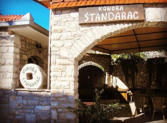 Solta Island, Kroatia: Entrance to Konoba Štandarac, a family run konoba in Gornje Selo, island Šolta