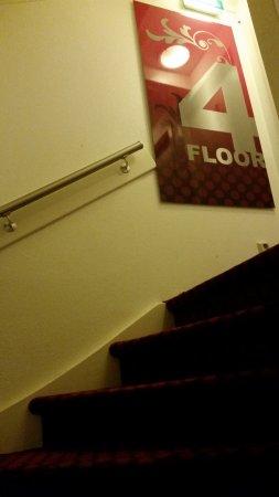 Rembrandt Square Hotel : extrem steiles Treppenhaus und es hat 5 Floors
