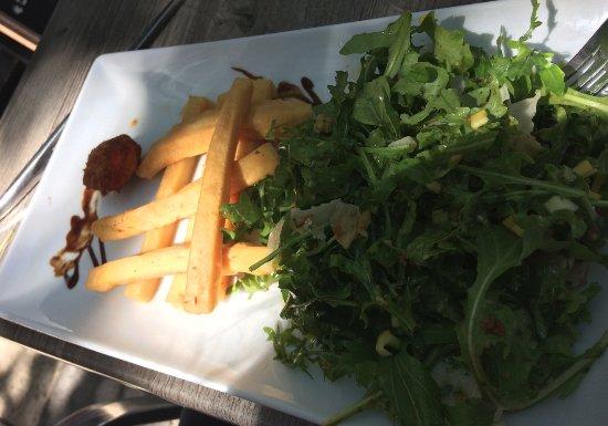 Le Bouchon Provencal: Salade de panisses