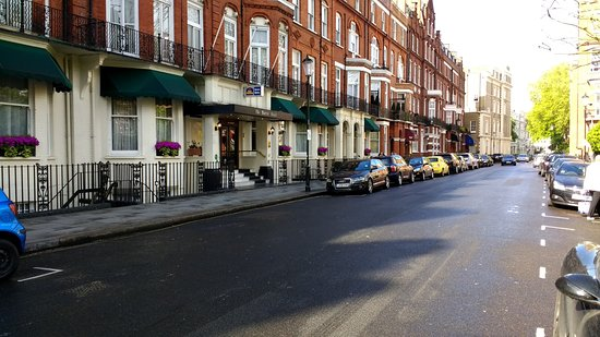 Best Western Burns Hotel Kensington: View of the street outside the hotel. Nice and quiet for a good sleep!