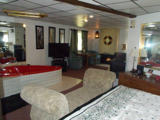 Fort Pitt Motel: King Suite