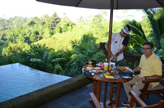Bidadari Private Villas & Retreat: Being served breakfast (included) on our patio and overlooking our private pool