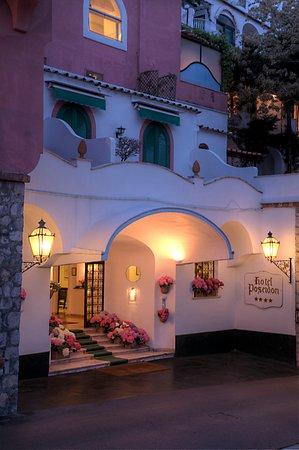 Hotel Poseidon: Entrance