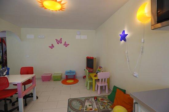 Family hotel marina beach lido adriano province of - Bagno marina beach lido adriano ...