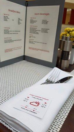 Maximilian Hotel : Menú y estado del tiempo en el desayuno