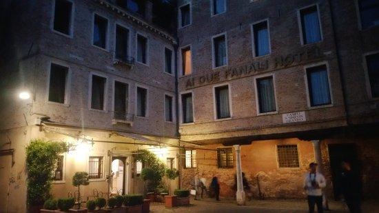 Hotel ai due Fanali: une vue de l'entrée de l'hôtel