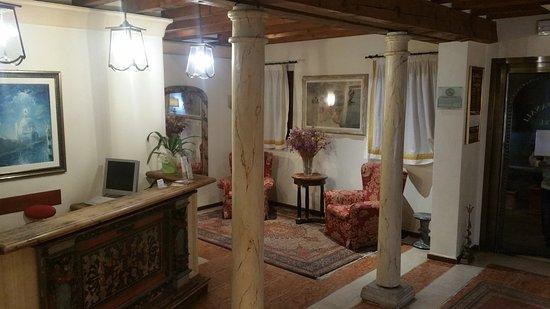 Hotel ai due Fanali: autre vue du hall
