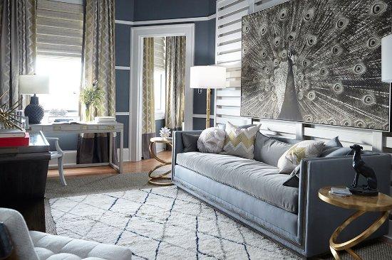 High Point, Karolina Północna: Thom Filicia suite living room
