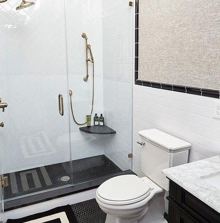 High Point, Karolina Północna: Thom Filicia private bathroom
