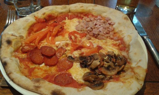 Kelsall, UK : wood oven baked 4 seasons pizza