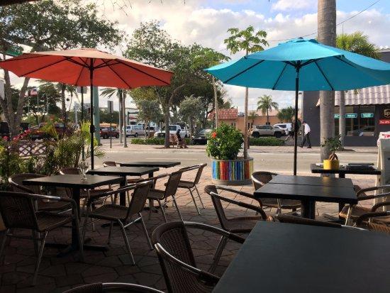 Safire Asian Fusion Cuisine: Safire Asian Cuisine dining courtyard in Lake Worth, FL