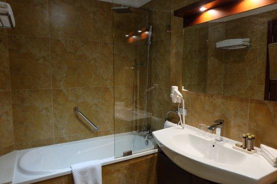 BURJ On BAY: Bathroom Including Bathtub   Walking Shower Also Available
