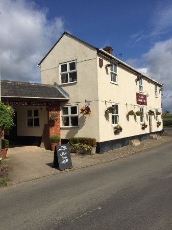 Sydenham, UK: Traditional, welcoming, warm hospitality at The Inn