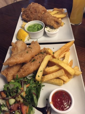 Aston Clinton, UK: Lunch choices. Fish and chips & chicken goujons