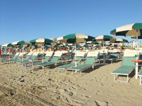 Spiaggia picture of restaurant marina beach lido - Bagno marina beach lido adriano ...