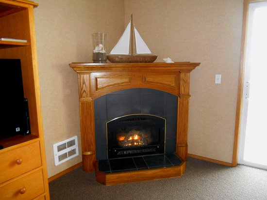Windermere on the Beach: Fireplace