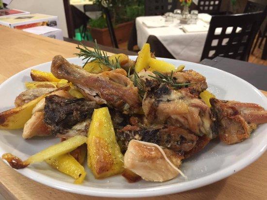 Mercato San Severino, Italy: Pollo scucchiolato con patate e spezie!