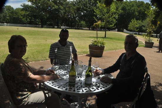 Vredehoek, Afrika Selatan: With Shawn at Boschendal Winery