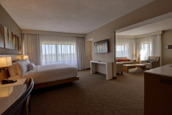 Delta Hotels By Marriott Chicago North S Suites 101 1 2 5 Updated 2018 Prices Hotel Reviews Glenview Il Tripadvisor