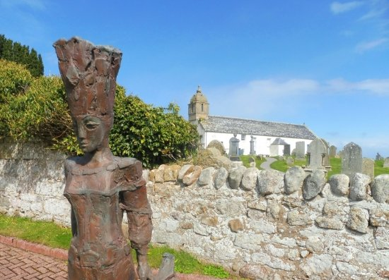Portmahomack, UK: Our Pictish Queen sculpture standing at the entrance to the Tarbat Discovery Centre