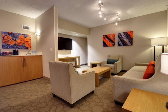Glenview, IL: Executive Suite Presidential