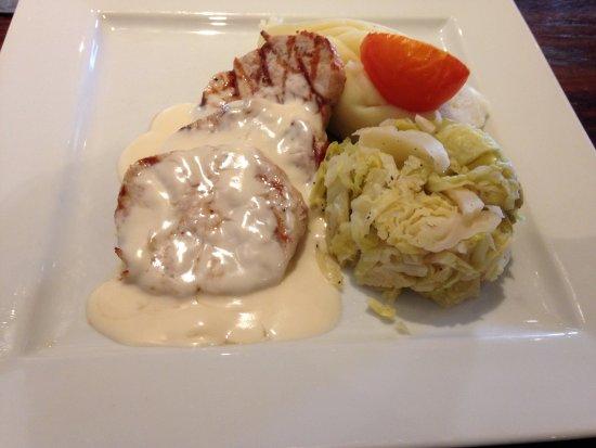 Paisley, UK: 3 thin pork cuts, tomato, bland cabbage, dry potatoes. Visually dull. 20GBP, no drinks/dessert.