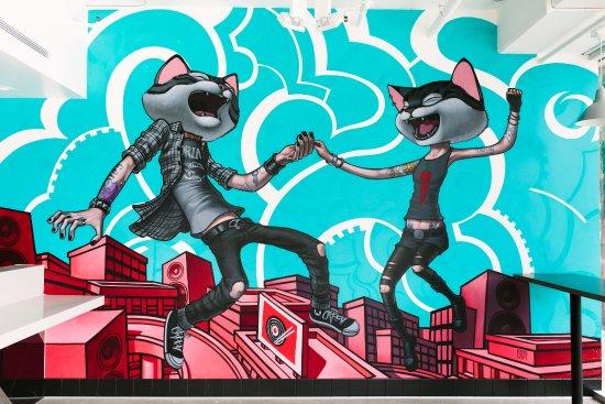 Culver City, Kaliforniya: Feline Roof Party!