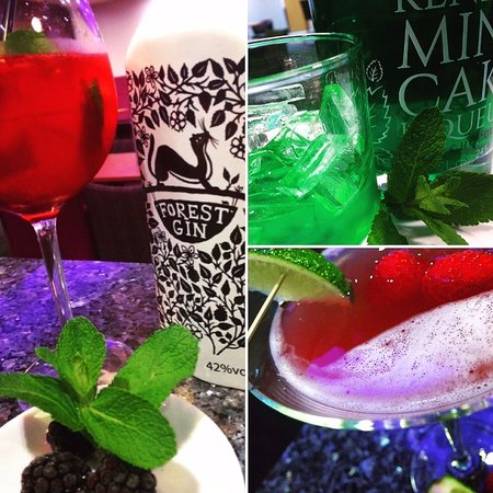 Milnthorpe, UK: The Lounge has its own Cocktail bar with a Large gin menu too