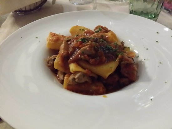 Tiratappi : Paccheri con tonno fresco,pomodorini e melanzane.