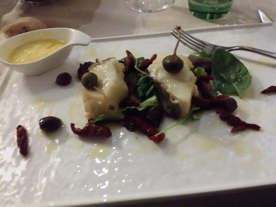 Tiratappi : Baccala' capperi olive pomodorini sott'olio e una salsina delicata.