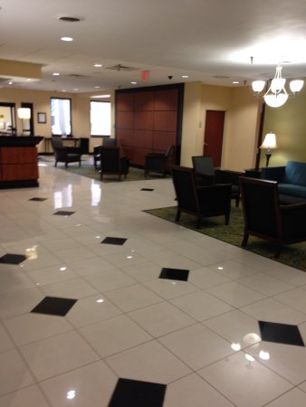 Holiday Inn Express Downtown Richmond: Lobby