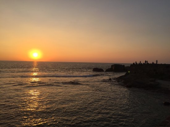 The beautiful sunset at the Galle Fort Ramparts... find your spot amongst the number of visitors