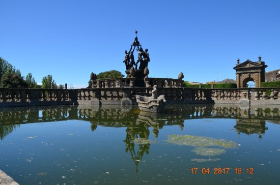 Specchio d 39 acqua picture of villa lante bagnaia for Specchio d acqua architettura