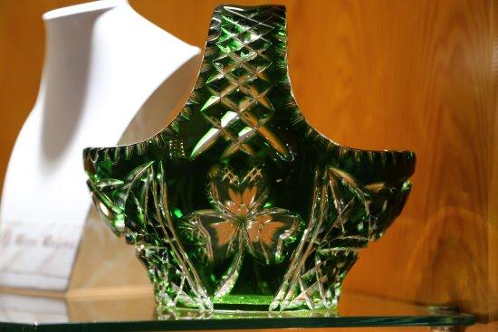 Moycullen, Irlanda: Le shamrock de part et d'autre de ce vase