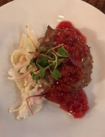 Prineville, Όρεγκον: Duck Sausage with Fennel Slaw