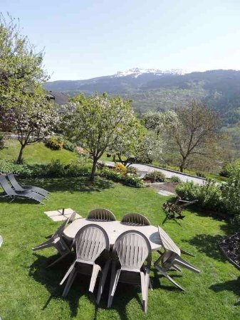 Bellentre, France : Jardin de la maison d'hôtes A la Bouge'Hôtes
