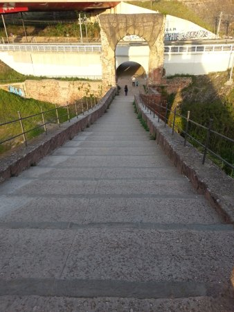 Martorell, Spain: Go up to the end is the way to the motorway.