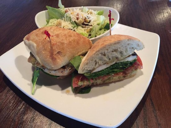 O'Faolain's Irish Pub: Grilled Chicken Ciabatta