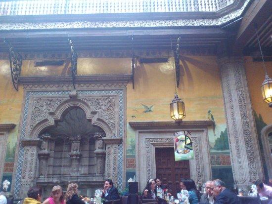 Area de mesas picture of sanborns de los azulejos for Sanborns de los azulejos mexico city