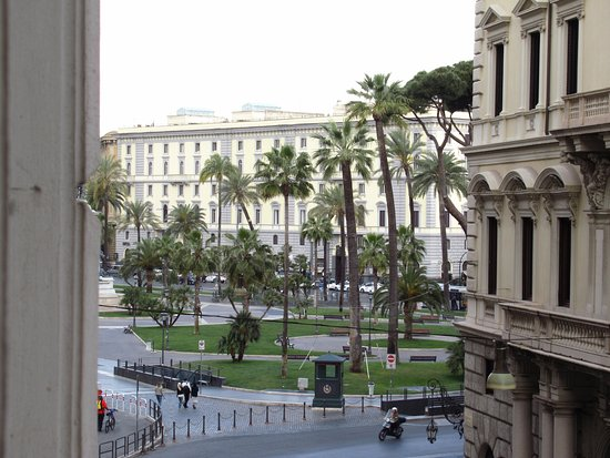 Hotel Diplomatic: vistas hacia la plaza Cavour