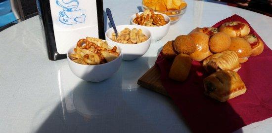 Giardini-Naxos, Włochy: snack serviti con 3 Spritz