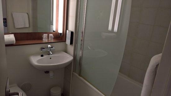 Salle de bains foto de campanile paris sud porte d 39 orleans arcueil arcueil tripadvisor - Salle de sport porte d orleans ...