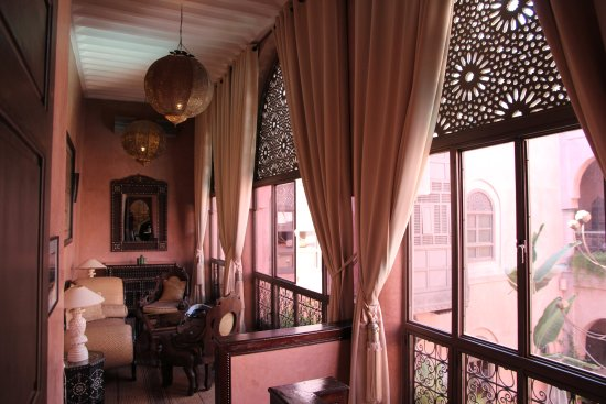 Riad Noir d'Ivoire: Sitting area in the Honeymoon Suite.